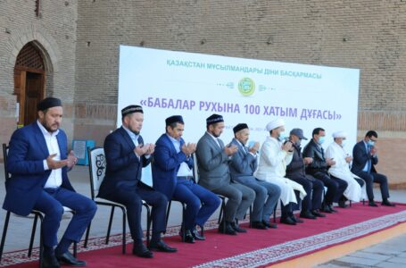 In the mausoleum of Khoja Ahmed Yasawi, 100 prayers of the Koran were performed for the spirits of ancestors