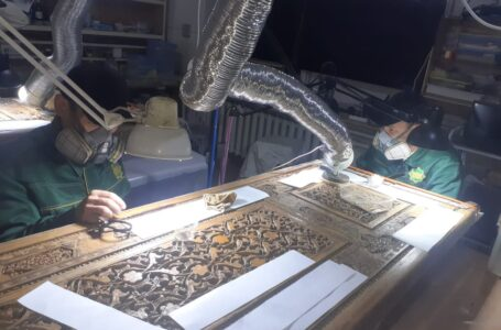 Specialists of the Reserve-museum take part in the restoration of the doors of the medieval tomb