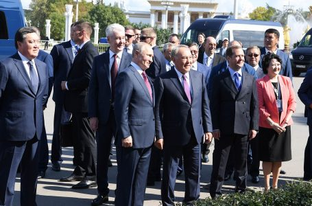 Сегодня Первый Президент Республики Казахстан – Елбасы Нурсултан Назарбаев и Президент России Владимир Путин посетили павильон «Казахстан» на ВДНХ.
