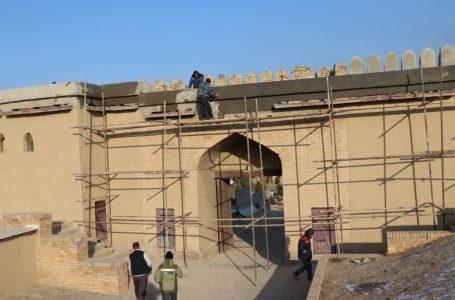 Проведение реставрационных работ у стен цитадели
