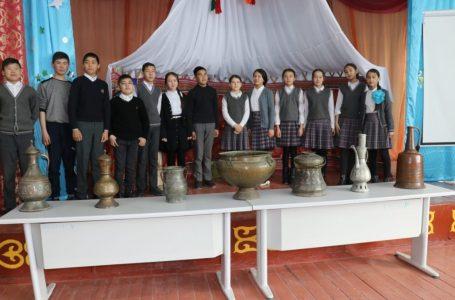 В средних школах организованы выставки в обновленном формате