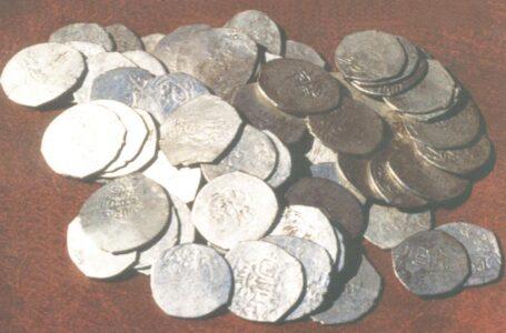Монетные клады из фондов музея «Азрет Султан»