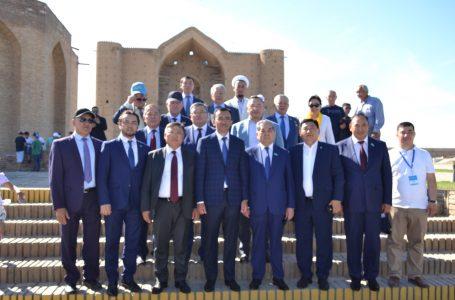 Қасым-Жомарт Тоқаевтың Республикалық қоғамдық штабы Қожа Ахмет Ясауи кесенесінде болды