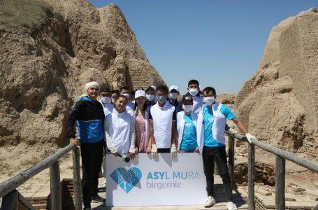 Түркістан қаласындағы ерікті жастар Сауран қалашығындағы тазалық жұмыстарына үлес қосты