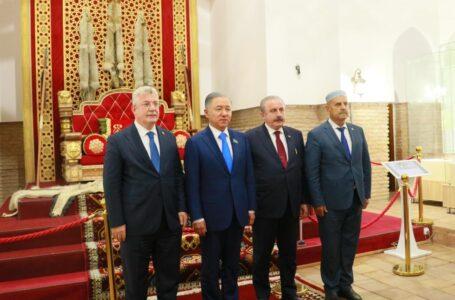 Түркітілдес елдер Парламенттік Ассамблеясына қатысушы делегаттар Қожа Ахмет Ясауи кесенесіне келді